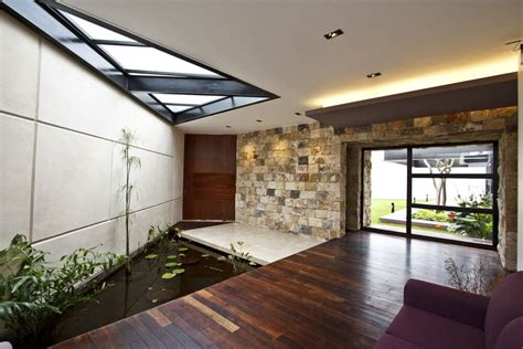 cantilevered home eliminates barriers  favor  harmony