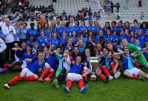 L'équipe de France…… militaire féminine de football sacrée ... L Equipe Football