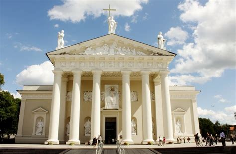 neoclassic style cathedral of vilnius neoclassical architecture