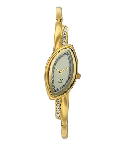 titan gold analog oval nf2396ym01t price in india