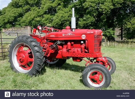 classic tractor wallpaper mccormick international farmhall super bmd classic tractor