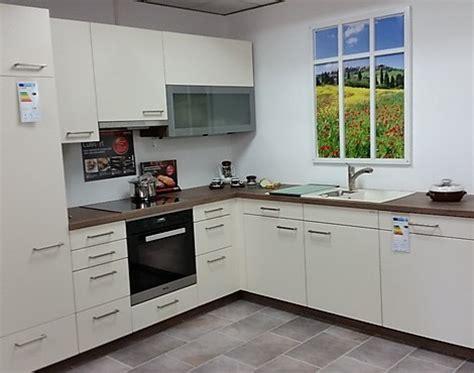 traumküchen günstig wohnzimmer tapeten rot
