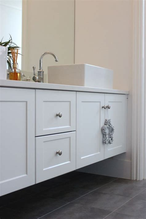 white shaker bathroom vanity 1000 ideas about white vanity bathroom on pinterest