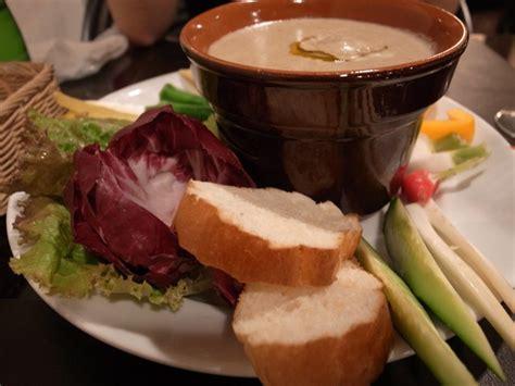 piatto piemontese bagna cauda bagna cauda piatto tipico piemontese ha le acciughe