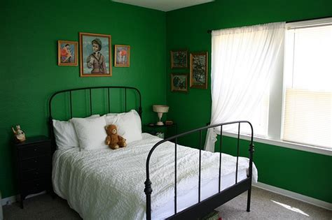 hunter green bedroom walls the green bedroom of 2012 green building elements
