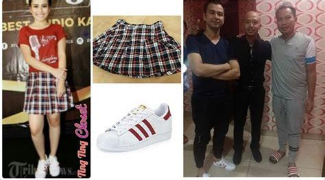 Sepatu Adidas Ayu Ting Ting bukan cuma kembaran raffi ahmad juga berani pakai sepatu