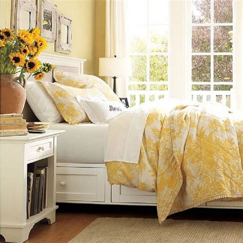 White Yellow Bedroom by How To Decorate A Bedroom With Yellow