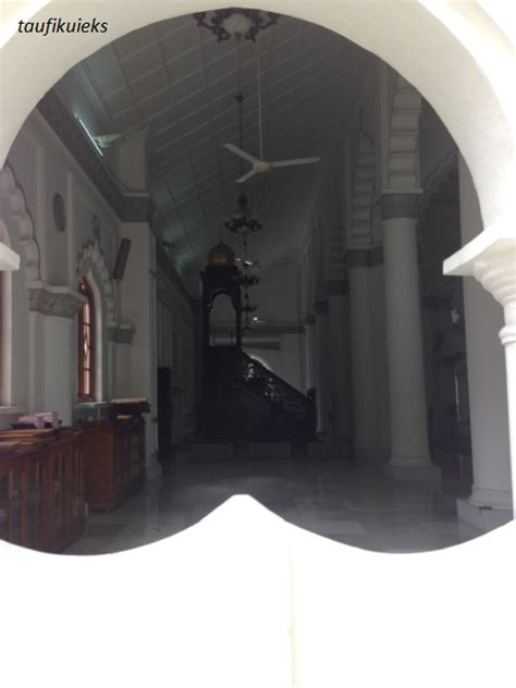 Karpet Plastik Bermotif al quran 10 bahasa di masjid kapitan keling kompasiana