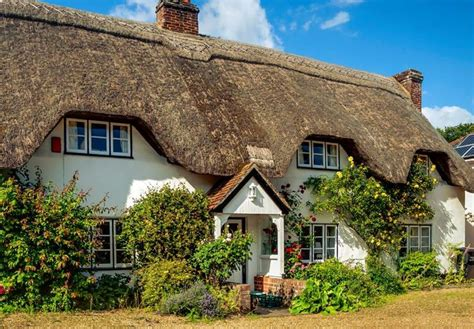 thatched roof nether wallop village hshire england