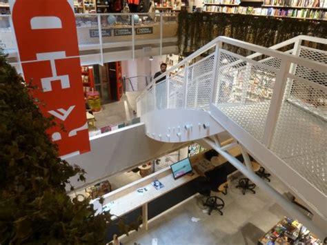 lavorare in libreria feltrinelli di feltrinelli quando la libreria diventa locale