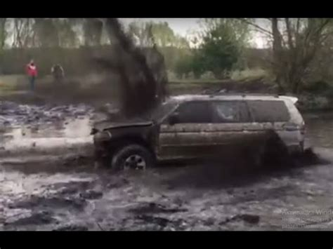 jeep mudding gone wrong 4x4 mudding fails wins 2017 jeeps mudding gone wrong youtube