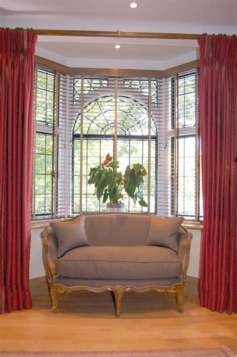 Curtain rods for bay windows these bay window treatment ideas just above shows a pair of lined