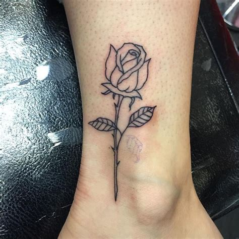 simple rose tattoo 25 best ideas about outline on simple