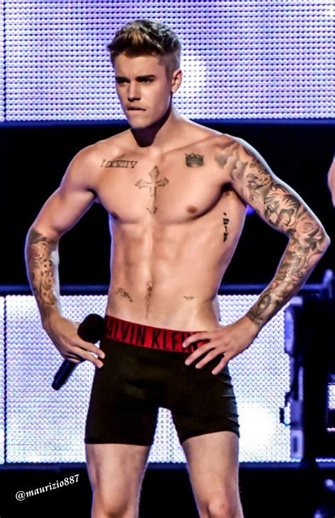 Fashion Rocks by Justin Bieber Strips Fashion Rocks 2014 Justin Bieber