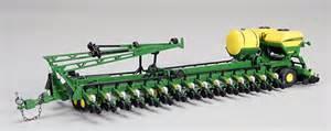 deere bauer built 36 row planter with fertilizer tank
