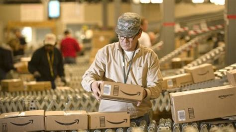 amazon career amazon offering 5000 to any of its staff who quit their job