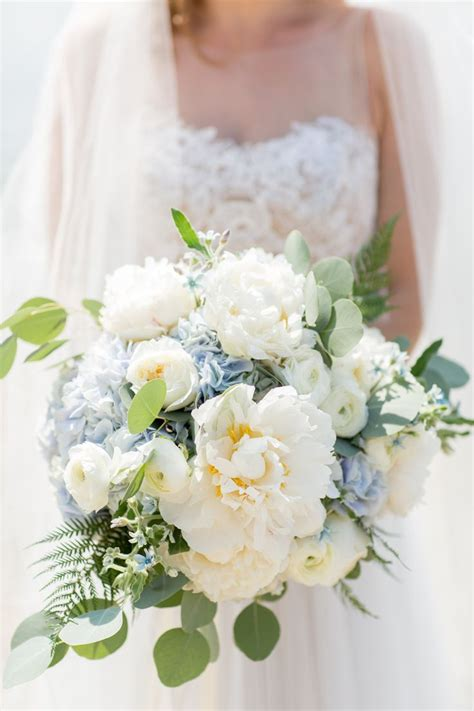 25 best ideas about blue hydrangea bouquet on