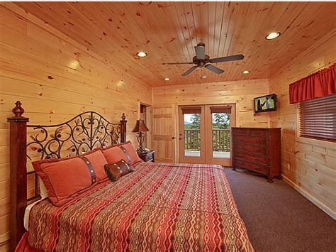7 bedroom cabins in gatlinburg gatlinburg cabin parkview palace 7 bedroom sleeps 28
