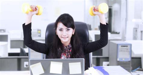 exercice au bureau 5 exercices pour se muscler au bureau