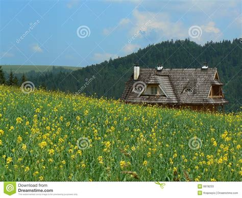 cottage in mountains cottage in mountain stock photos image 9978233