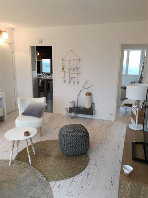salon moderne avec parquet