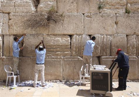 Wooden Wall by Watch Notes To God Removed From Western Wall In Jerusalem Israel News Jerusalem Post