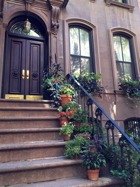 Address Apartment Carrie Bradshaw The Stairs Beneath The Coat