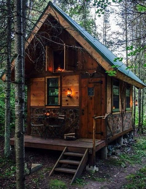 wood cabin cabin in the woods on