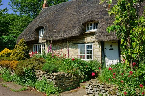 traditional cottage style homes cotswold cottage style 30 cotswold cottages that will give you major house envy