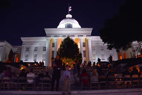 Alabama State Capitol Aglow With Christmas Tree And Lights Lights Montgomery Al