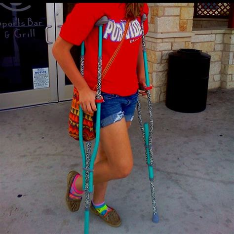 how to make crutches more comfortable on hands fun easy way to decorate crutches duct tape how to