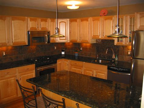Oak Cabinet Kitchen Ideas by Uba Tuba Granite Countertops On Pinterest Granite Behr And Kitchen Paint Colors