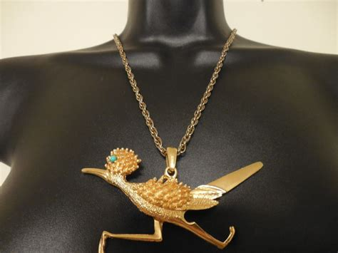 vintage goldtone roadrunner bird pendant necklace gold
