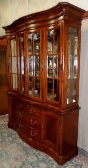 Thomasville China Hutch thomasville cherry china cabinet lighted hutch mirror back glass shelves vintage 795 00