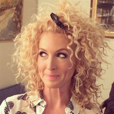 western singers blonde highlight hairstyles what kimberly schlapman of little big town uses on her
