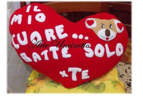 cuscini per san valentino cuscino cuore san valentino feste idee regalo di