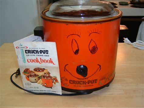 Charming Rival Crock Pot #3: 1964-crock-pot-and-booklet.jpg