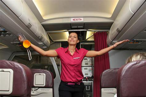 come si diventa assistente alla poltrona assistente di volo prima la sicurezza poi il sorriso e