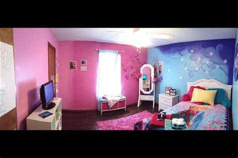 disneys frozen inspired bedroom girls room college friend created room friends daughter girl adore