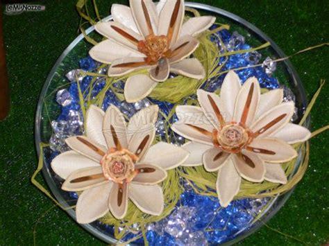 fiori con materiale di riciclo fiori realizzati con materiale di riciclo per il