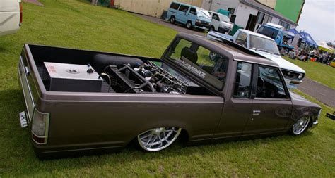 bagged nissan 720 jdm truck nissan 720 bagged on racing hart c4 jdmeuro com