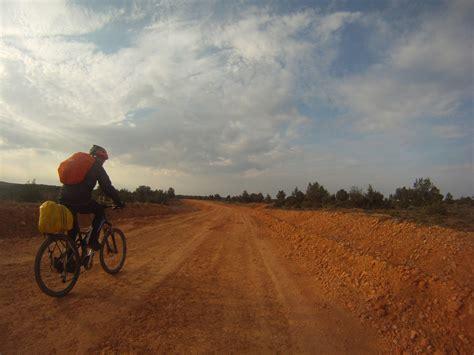 el camino con una b000pgk644 recorre la famosa ruta de rodrigo d 237 az de vivar el cid con una bicicleta de monta 241 a turismo