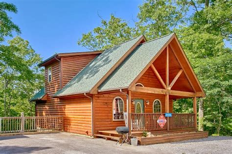 cabin rentals gatlinburg quot eastern retreat quot gatlinburg honeymoon cabin near ober