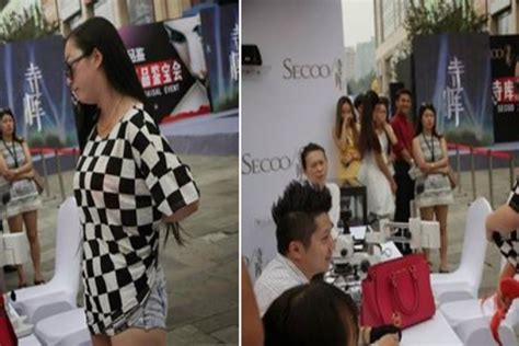 Viral Buka Baju wanita cina buka baju wanita ini di paksa buka baju oleh pacarnya setelah guru wanita