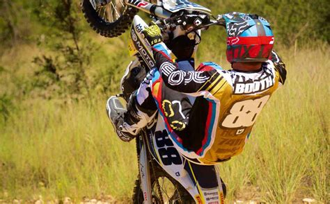 how to wheelie a motocross bike how to wheelie dirt