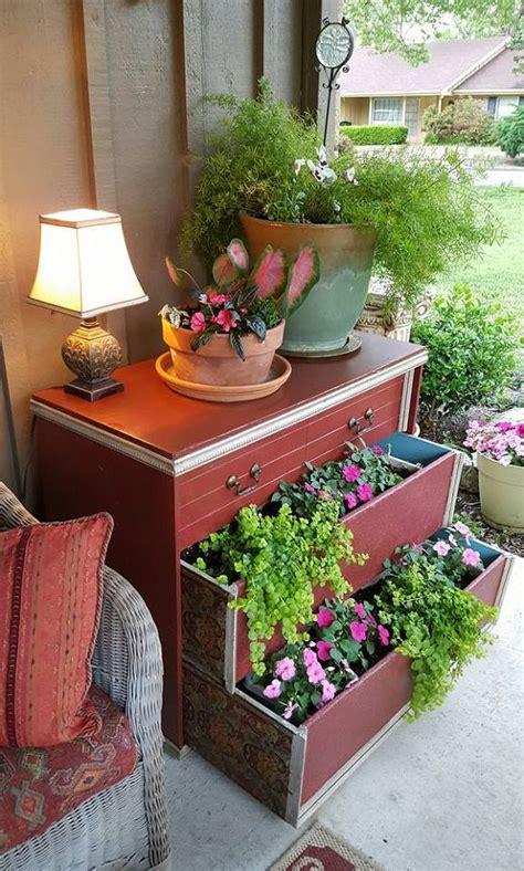 Lemari Untuk Pernikahan 9 ide diy manfaatkan lemari bekas jadi pot bunga unik