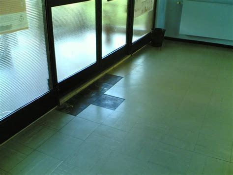 rimozione piastrelle pavimento rimozione pavimento in vinilico amianto nella scuola per l