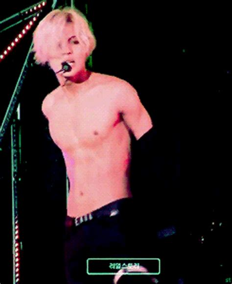 What Is A Rug Burn Shinee S Taemin S Hottest Dance Moves In Gifs Sbs Popasia