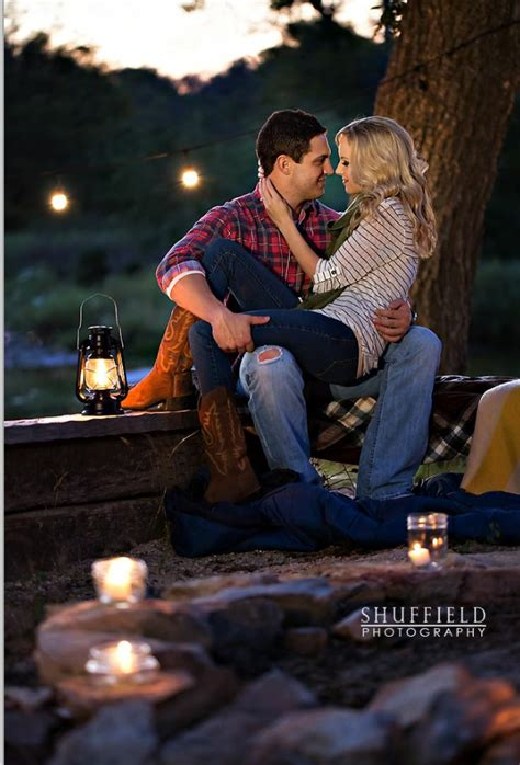 fall engagement photo ideas  outfits