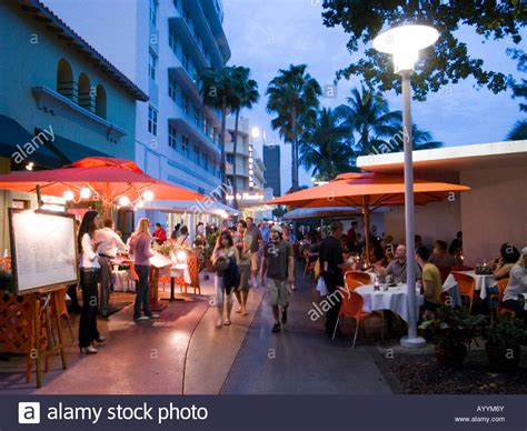 florida best restaurants books restaurants on lincoln road mall miami florida usa stock